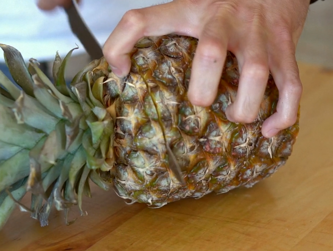 Cooking 101 – How to Cut a Pineapple