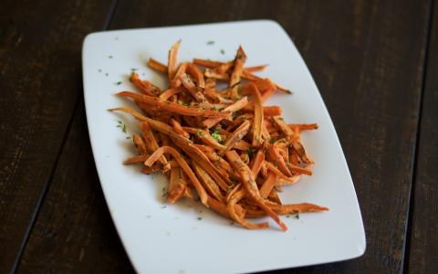 Zesty Garlic Sweet Potato Fries